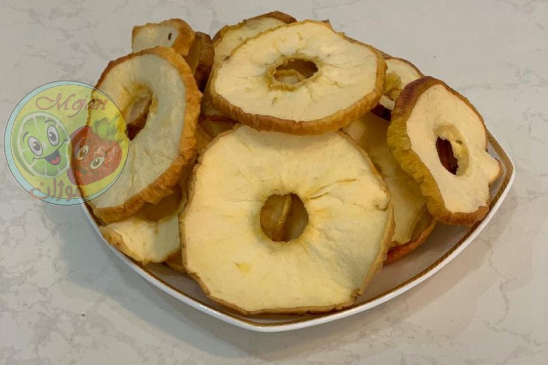 میوه خشک سیب قرمز